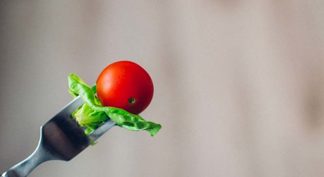 Mangiare meno rallenta l'invecchiamento?